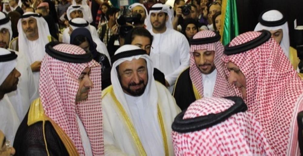 القاسمي يشيد  بالجناح السعودي في معرض الكتاب بالشارقة