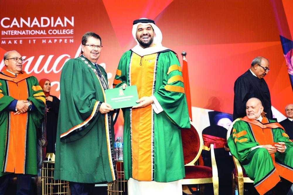 الجسمي يتشلم شهادة الدكتوراه من كلية cic الكندية