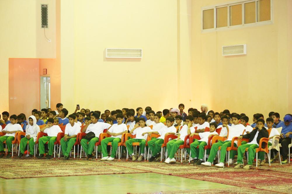 الطلاب المشاركون في المنافسات. (عكاظ)