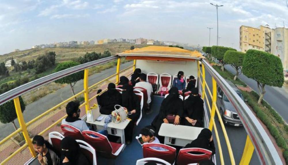 الباص السياحي في الجوف.. الخميس