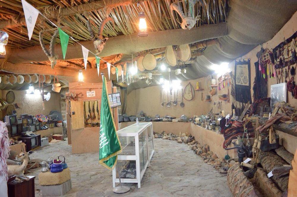 نزلاء مركز التأهيل الشامل بتيماء يزورون متحف الفجر التراثي