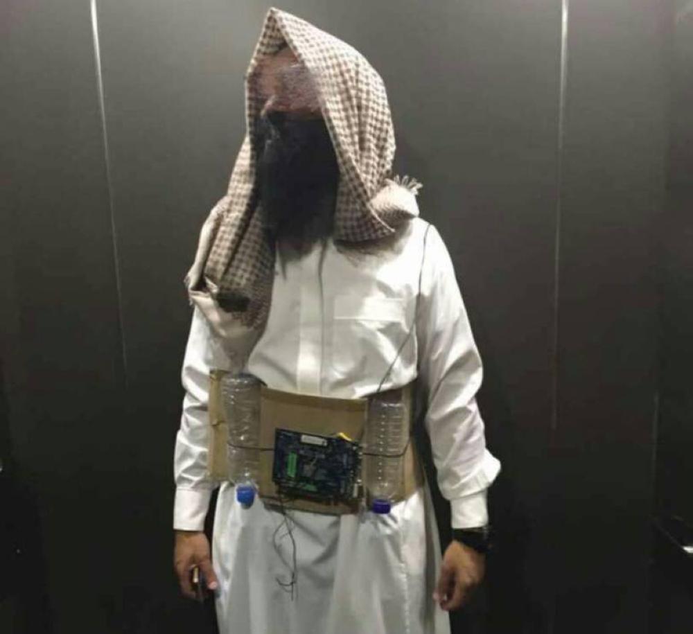 الصورة التي نشرتها وسائل الإعلام الماليزية للرجل الذي ظهر بملابس تنكرية انتحارية.