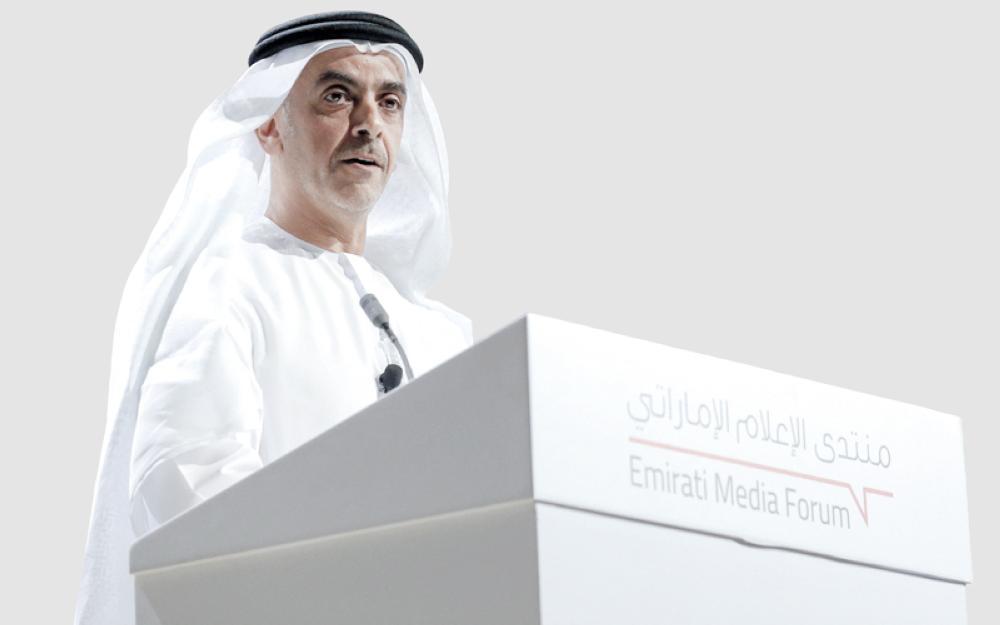 سيف بن زايد متحدثاُ في منتدى الإعلام الإماراتي أمس الأول.
