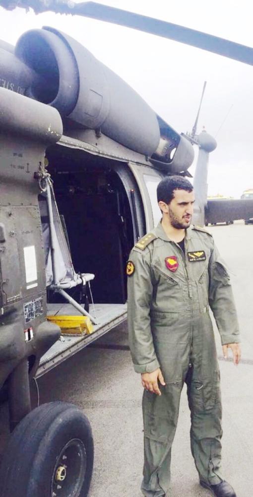 النقيب طيار نايف الربيعي أثناء وصوله للمندق بالشهيد خالد الزهراني أخيرا.