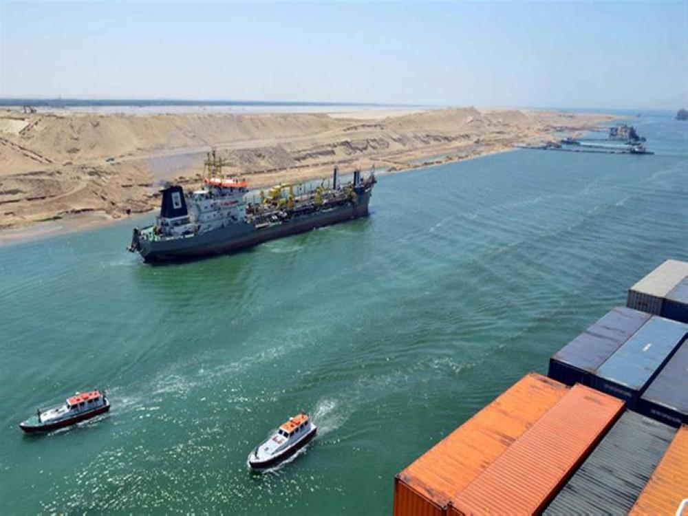 52 سفينة تعبر المجرى الملاحي لقناة السويس بحمولة 2.9 مليون طن