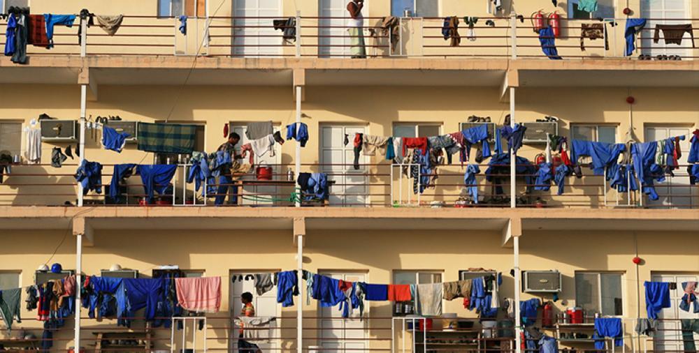 يعاني آلاف من العمال الأجانب في قطر من انتهاكات صارخة وضعت الدوحة في مرمى الانتقادات.