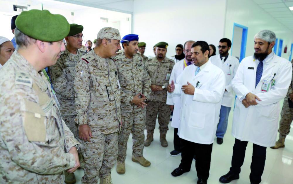 قائد المنطقة الجنوبية مدشنا مركز الأمير محمد بن سلمان للتوحد. (عكاظ)