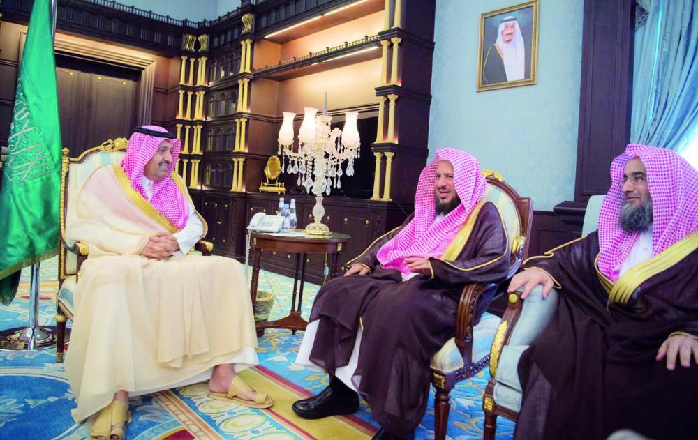 أمير الباحة مستقبلا قاضي الاستئناف بمجلس القضاء الأعلى. (عكاظ)
