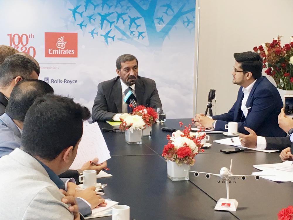 آل مكتوم خلال المؤتمر الصحفي في مقر إيرباص في هامبورغ.