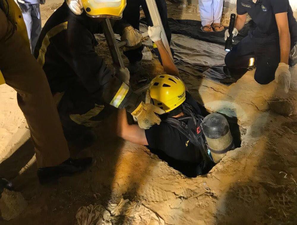 انتشال جثة طفل سقط في خزان صرف صحي بجدة