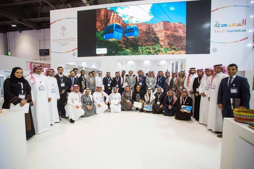 الملحق الثقافي في لندن كرم المشاركين بجناح المملكة بحضور السفير.