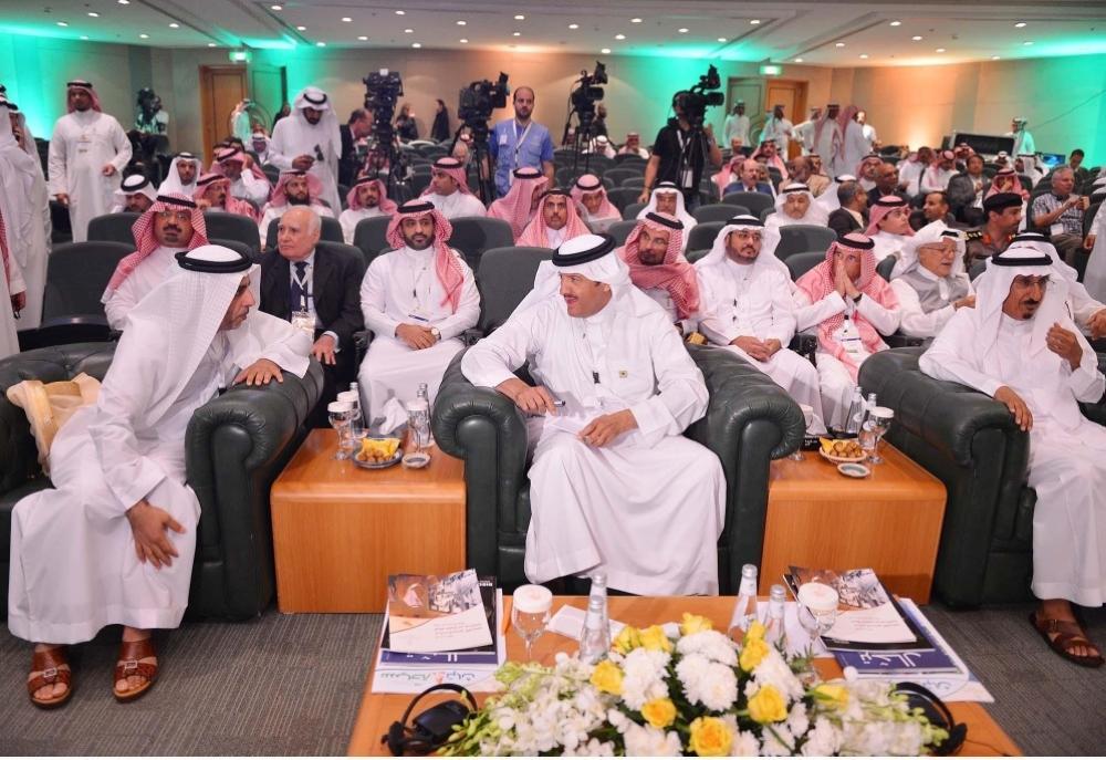 الأمير سلطان بن سلمان خلال مشاركته في الجلسة الحوارية للتجارب الدولية في الآثار.