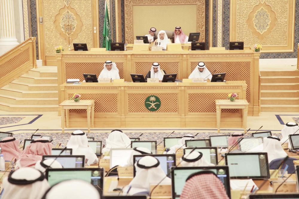 آل الشيخ مترئسا جلسة الشورى أمس في الرياض. (عكاظ)