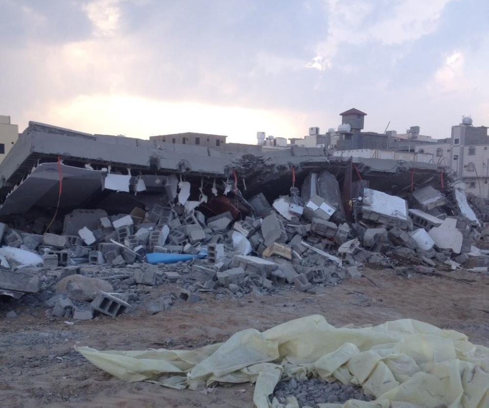 تعديات على أراض حكومية أزالتها بلدية غرب الطائف. (عكاظ)