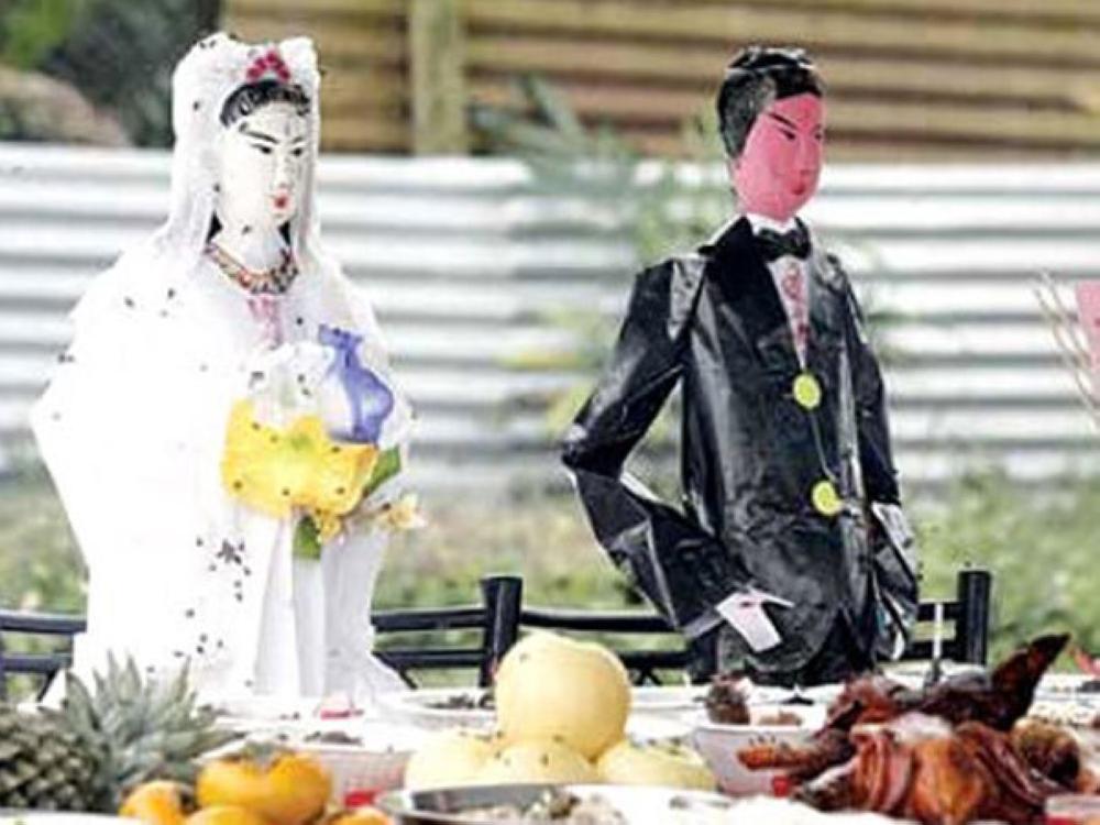 ميتان أخرجا من قبريهما بعد تجهيزهما للزواج.