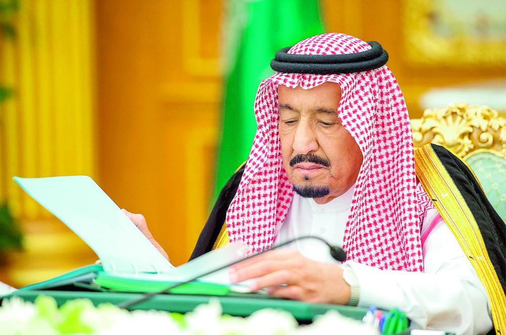 خادم الحرمين الشريفين مترئساً جلسة مجلس الوزراء أمس في الرياض.   (واس)