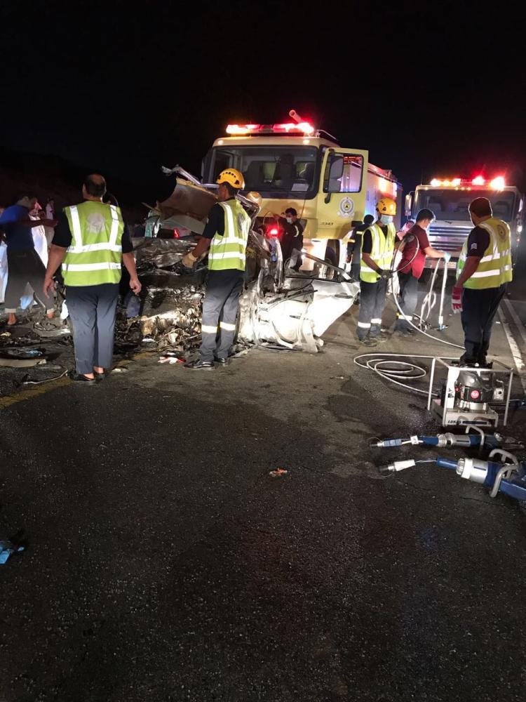 ٧ وفيات و ٥ إصابات حرجة في حادث تصادم بالحجرة