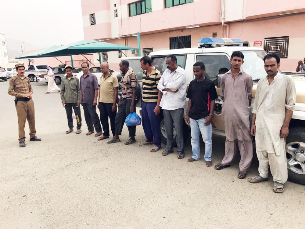 مخالفون تم القبض عليهم في عسير.