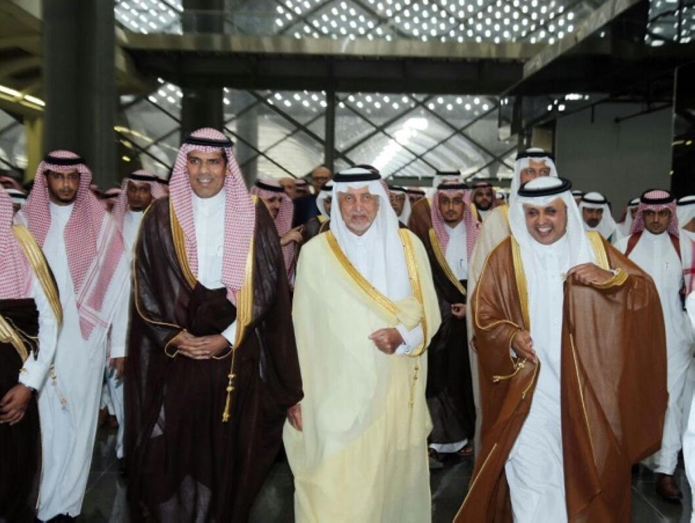 الأمير خالد الفيصل قبل رحلته في محطة القطار
