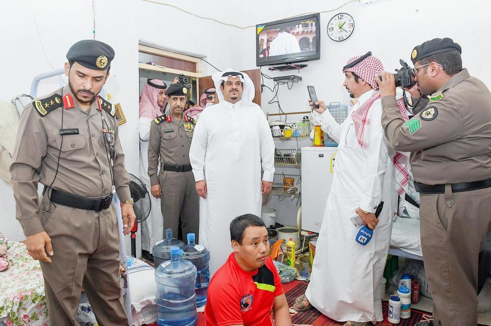 الأمير محمد بن عبدالرحمن مشاركا ميدانيا في حملة