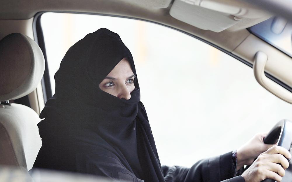 برنامج لتأهيل النساء لقيادة المركبات ورفع مستوى السلامة. (عكاظ)
