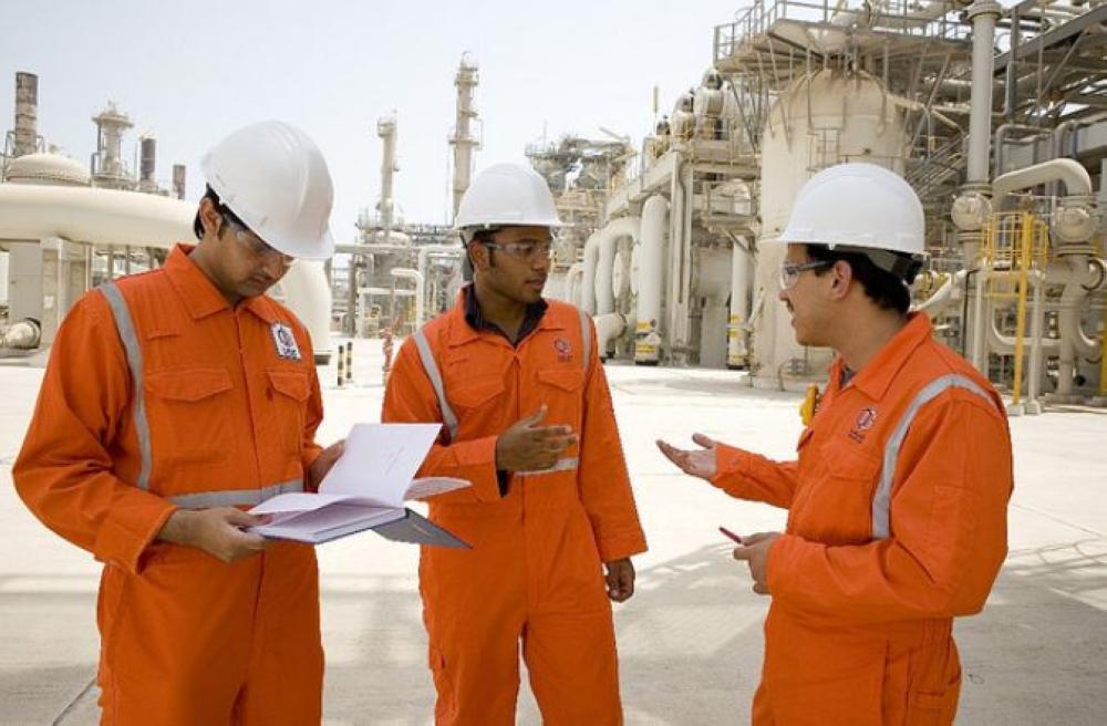 الاستغناء عن مئات الموظفين في شركتي الغاز القطريتين