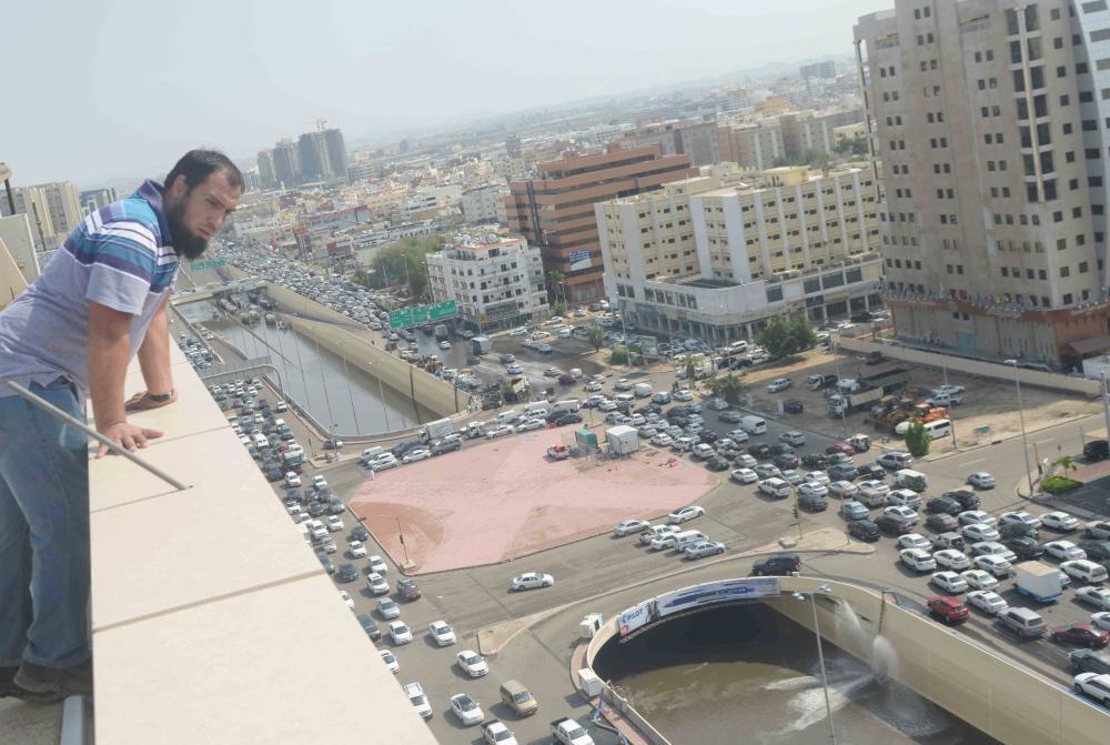 نفق غمرته مياه الأمطار التي هطلت على جدة أخيرا. (تصوير: ناصر محسن)