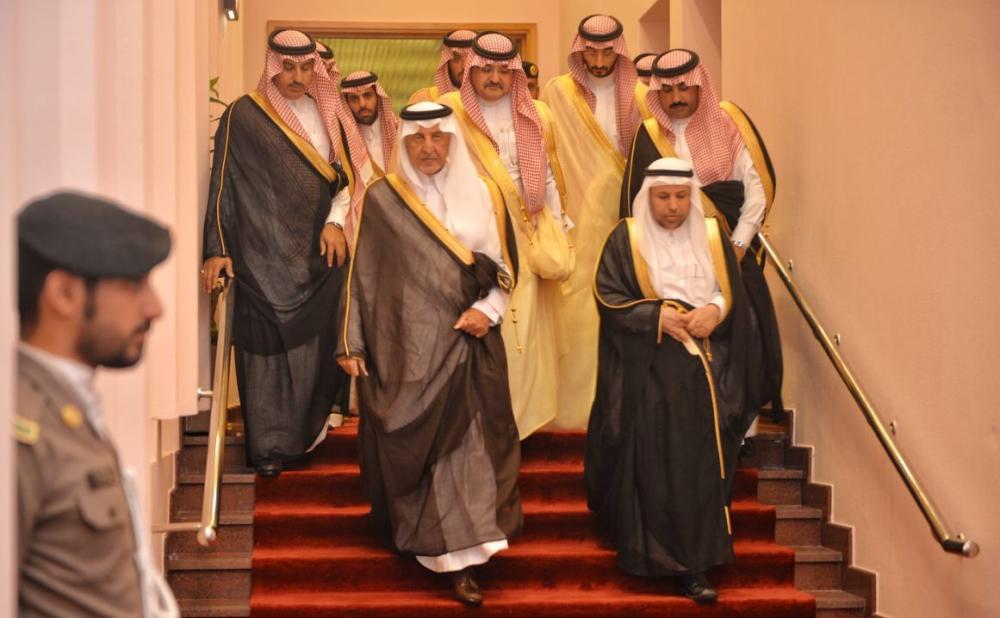 ولدى وصوله إلى مقر الحفلة بقاعة المؤتمرات بجامعة الملك عبدالعزيز بجدة. (عكاظ)