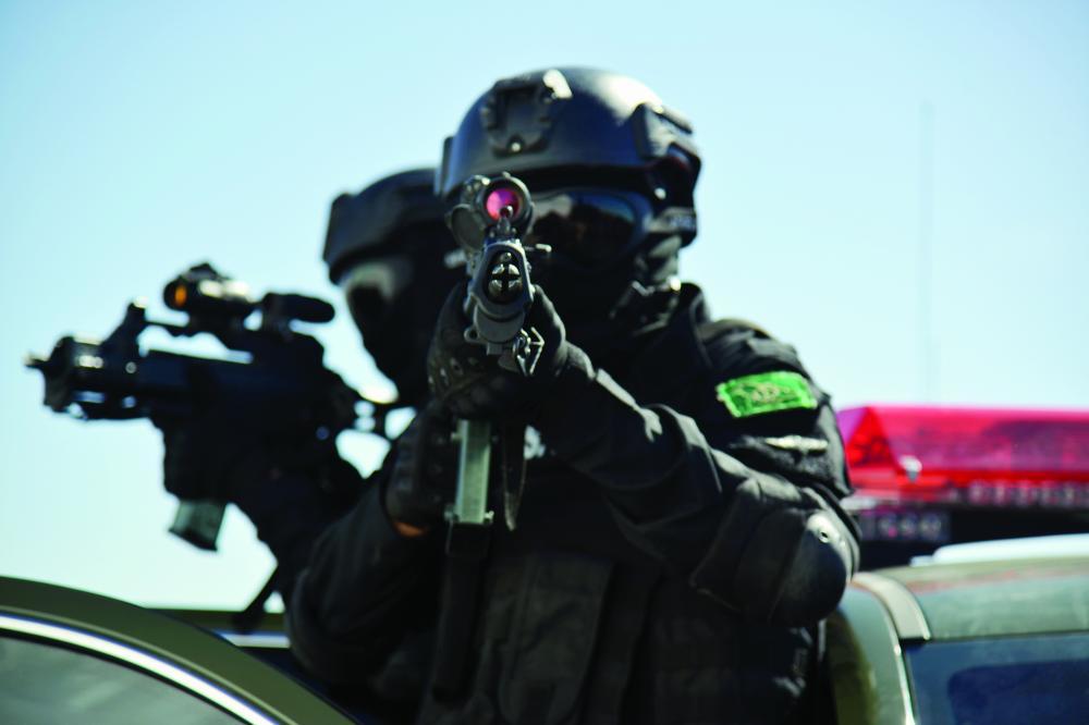اقتحام أوكار إرهابية وتخليص رهائن في «الشهاب2»