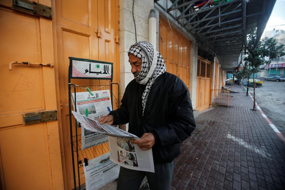 إضراب وغضــــب يعمان الأراضي الفلسطينية احتجاجا على قرار ترمب