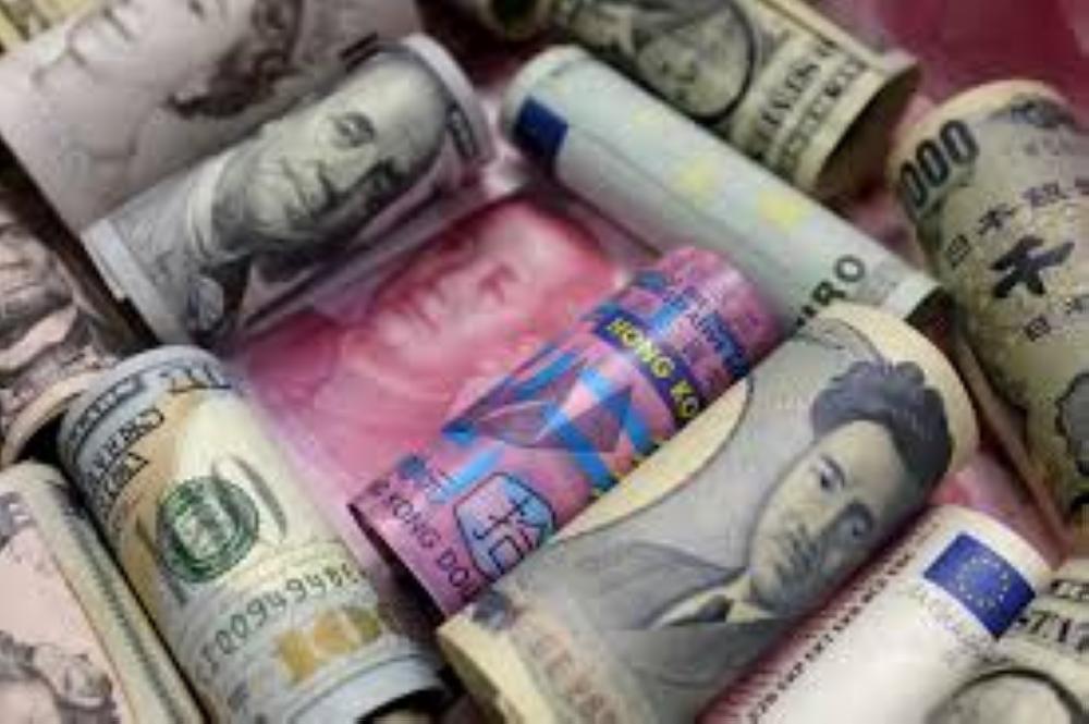 العملة الأمريكية تصعد مقابل الين وبيتكوين تتجاوز 14000 دولار