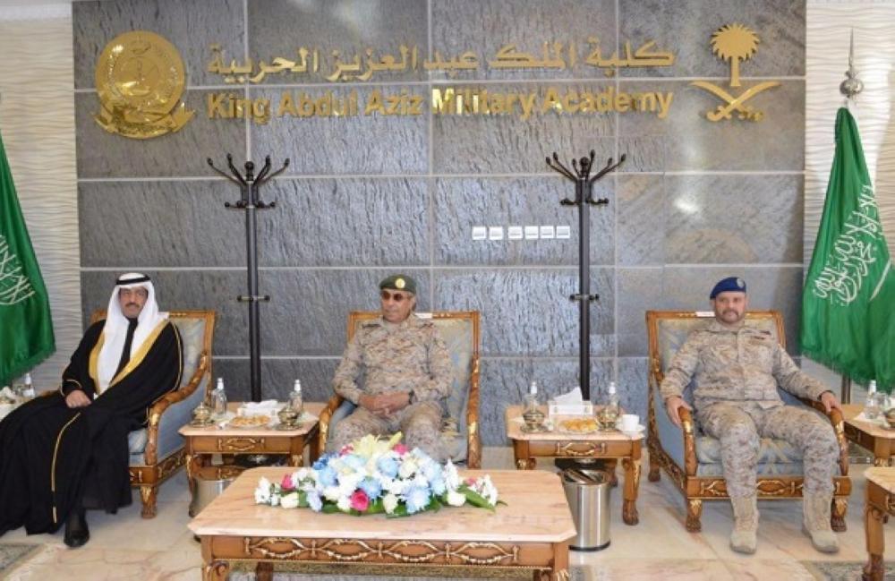 رئيس الأركان يفتتح ملتقى أندية نزاهة في الكليات العسكرية