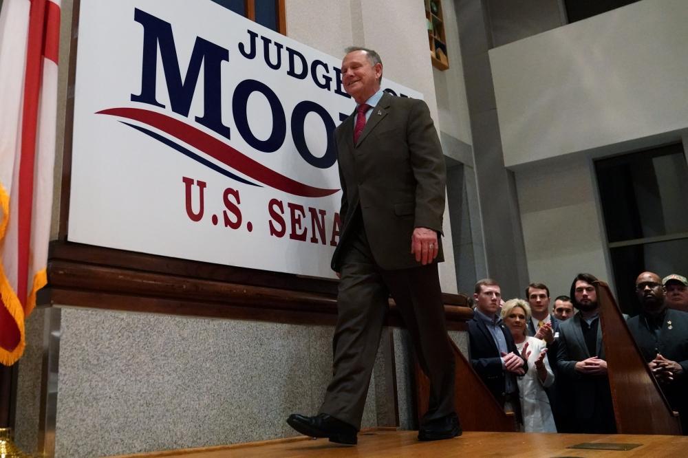 فوز مرشح الشيوخ الديموقراطي في ألاباما ضربة قوية لترمب