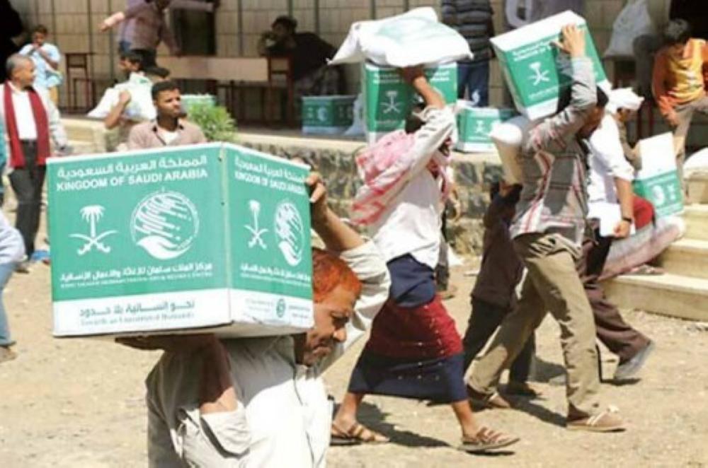 مركز الملك سلمان يوزع 2400 سلة غذائية في تعز