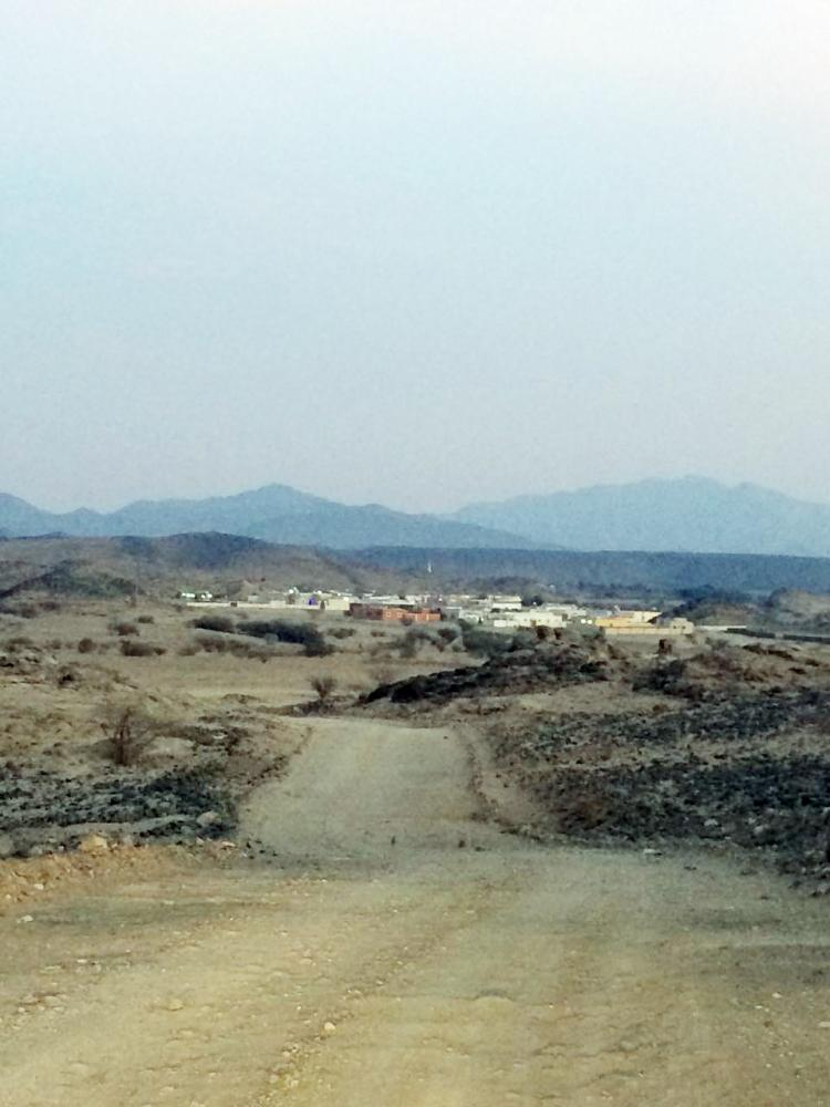 قرية الغروف الشمالية تفتقد للمشاريع الأساسية. (عكاظ)