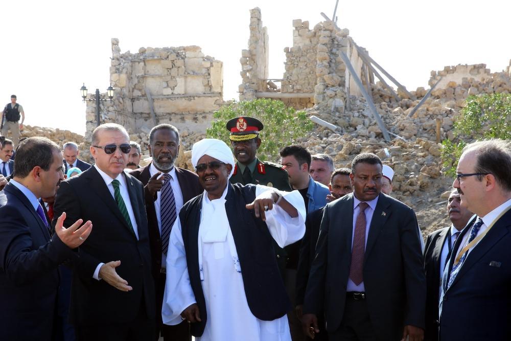 أاردوغان والبشير في زيارتهما أمس الأول على مدينة سواكن الأثرية