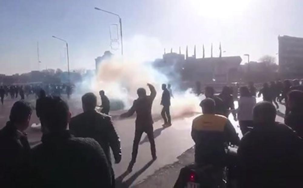 إيرانيون