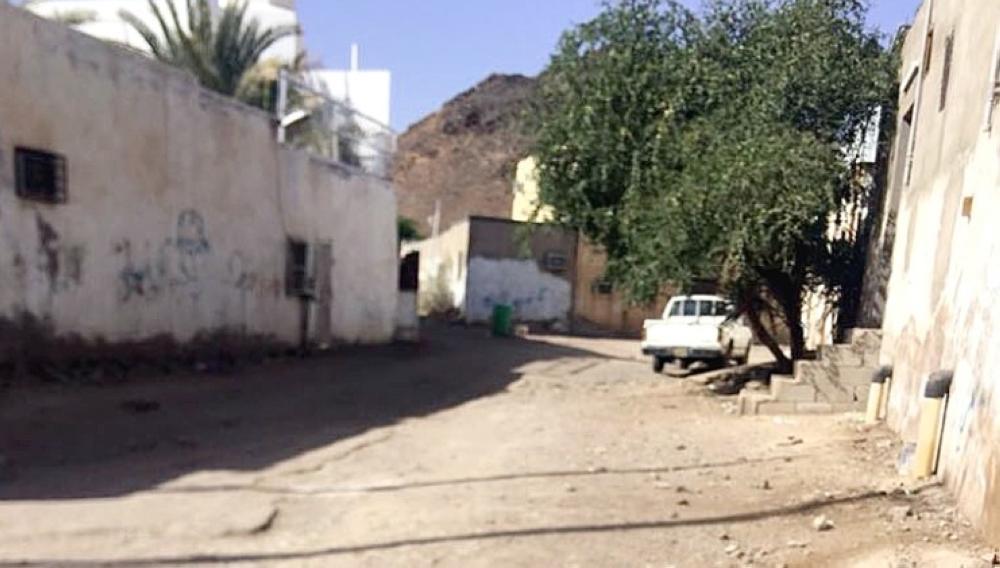 سكان الجرف الغربي يعانون من انقطاع الماء عنهم. (تصوير: عبدالمجيد الدويني)