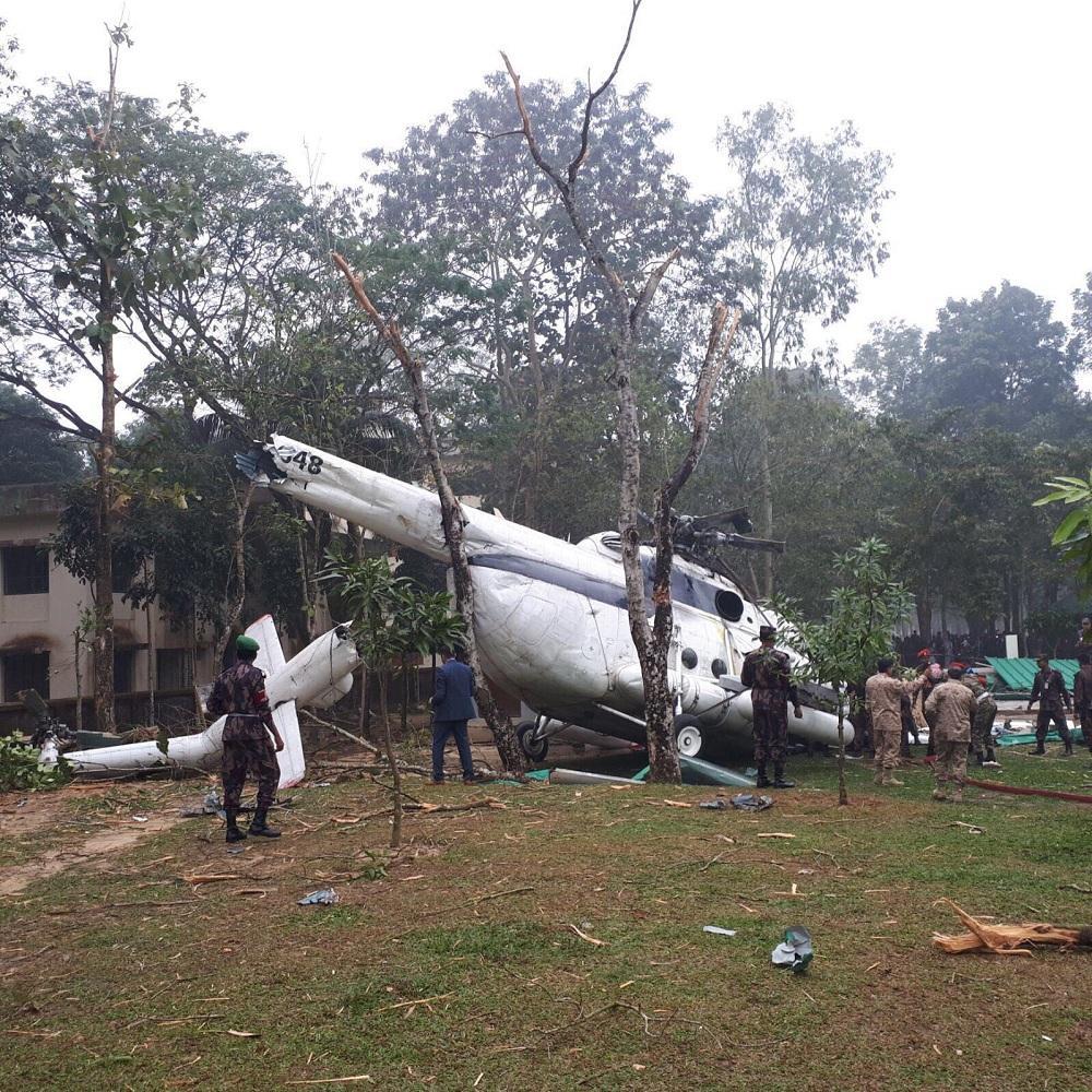 المروحية عقب تحطمها
