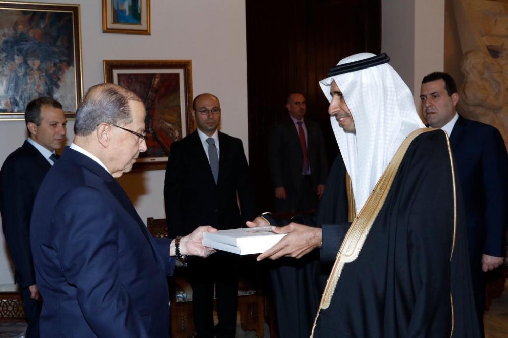 السفير السعودي يسلم أوراق اعتماده للرئيس اللبناني
