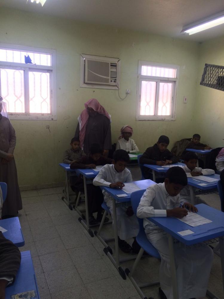 مدير تعليم ينبع يقف على سير الاختبارات في قطاع رخو