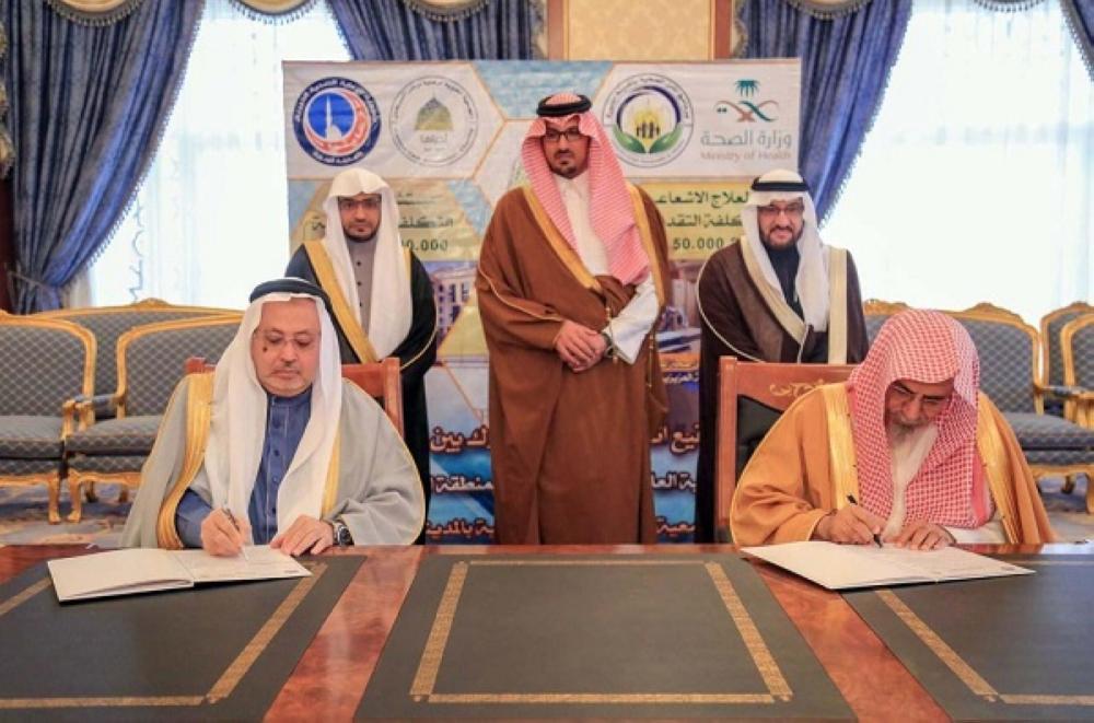 نائب أمير المدينة يشهد توقيع اتفاقيتي تعاون مشترك بـ303.9 مليون ريال