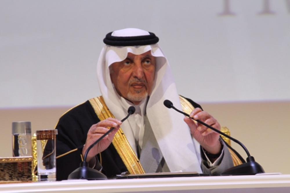 الأمير خالد الفيصل معلنا الفائزين بجائزة الملك الفيصل العالمية اليوم. (عكاظ)