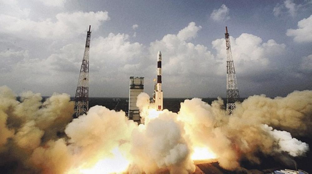 الهند تطلق 31 قمراً صناعياً دفعة واحدة