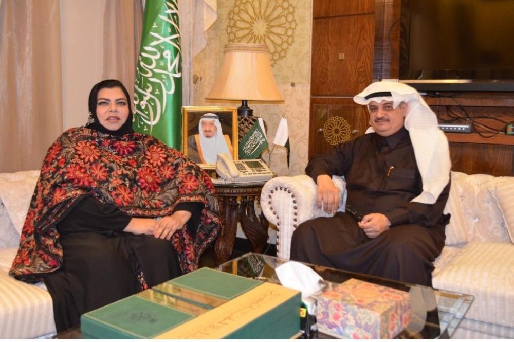 السفير المالكي ملتقياً سحر كامران اليوم.