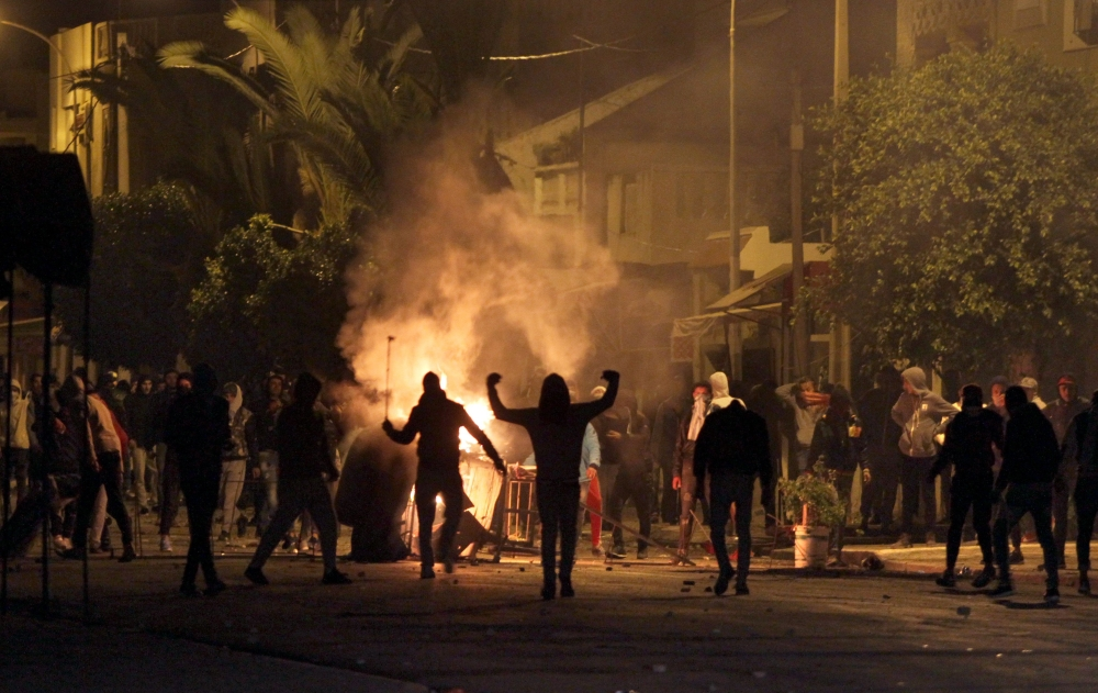 TOPSHOT - Tunisian protesters take to the streets in Siliana, some 130 kms south of Tunis, late on January 11, 2018.  More than 200 people have been arrested and dozens of police hurt during clashes in Tunisia, the interior ministry said, as anger over austerity measures spilt over into unrest