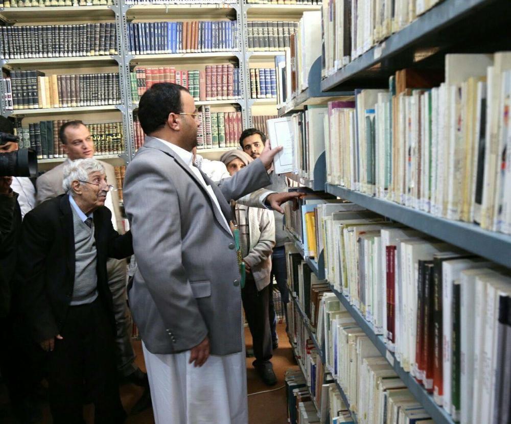 المقالح منكسراً خلف صالح الصماد والحوثيين !