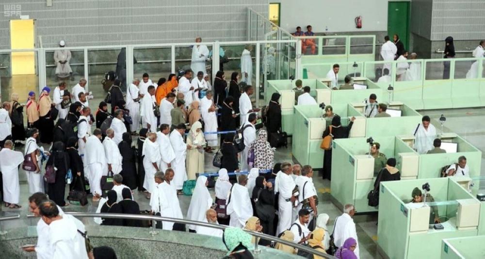 مطار الملك عبد العزيز يستقبل ويودع أكثر من 2.4 مليون معتمراً