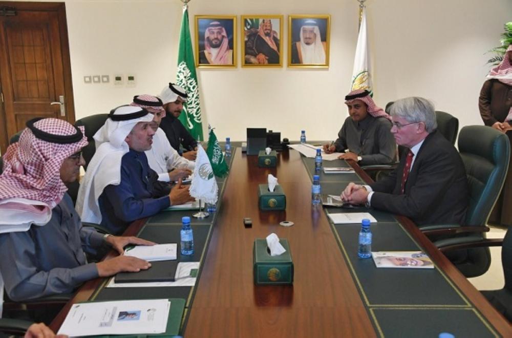 الربيعة يُطلع عضو البرلمان البريطاني على مشاريع مركز الملك سلمان في اليمن