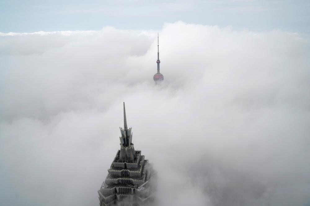 برج جين ماو وقد اختفت ملامحه.